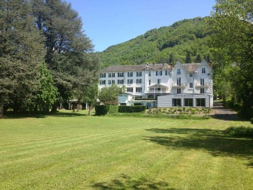 Hôtel et Résidence des Bains : Hotel near Lieutadès