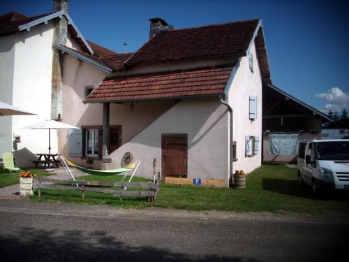 Maison de la sorcière - Grange d' Anjeux : Guest accommodation near Jasney