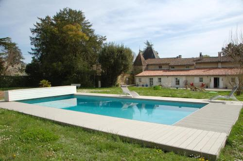 Chateau Ysard : Bed and Breakfast near Saint-Caprais-de-Bordeaux