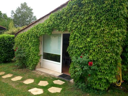 Meublé de tourisme : Guest accommodation near Saint-Michel-de-Fronsac