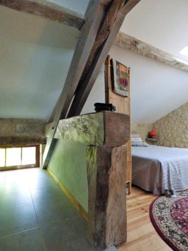Chez Juillard : Bed and Breakfast near Combiers
