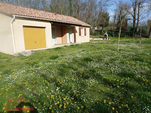 Rouffilhac Vacances Vertes : Guest accommodation near Saint-Projet