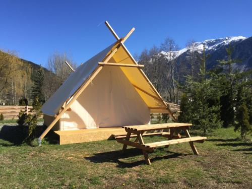 Camping-hôtel de plein air LE MONTANA : Guest accommodation near Val-des-Prés