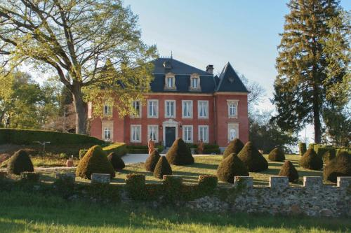 Chateau de Barsous : Guest accommodation near Bezins-Garraux