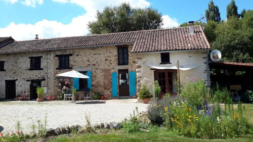 17 St Romain : Bed and Breakfast near Saulgond