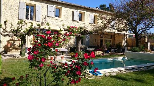 Au Mas de Marie : Bed and Breakfast near Bezouce