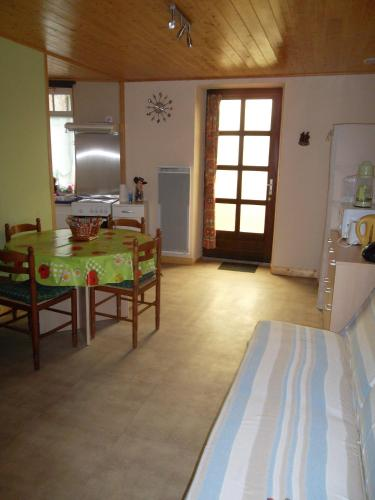Les 4 saisons : Guest accommodation near Combrand