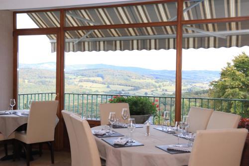 Logis Au Vieux Morvan : Hotel near Tamnay-en-Bazois