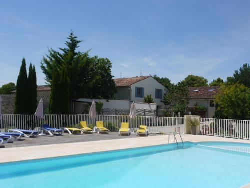 Domaine Les Granges : Guest accommodation near Poursay-Garnaud