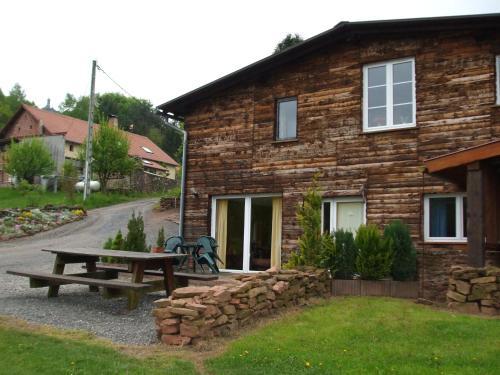 Gite Les Melezes : Guest accommodation near Réding