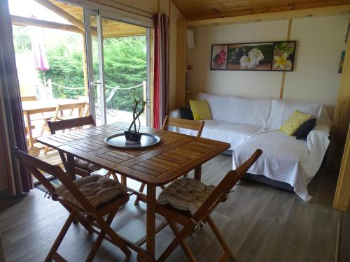 Le chalet du bonheur : Guest accommodation near Sanguinet