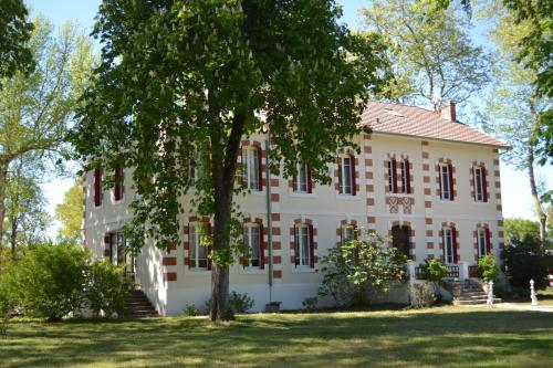 Le Domaine de Lugazaut : Bed and Breakfast near Saint-Michel-de-Castelnau
