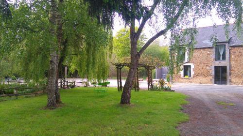 Aux chants des oiseaux : Guest accommodation near Saint-Pierre-de-Plesguen