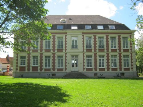 Chateau de Moulin le Comte : Bed and Breakfast near Aire-sur-la-Lys