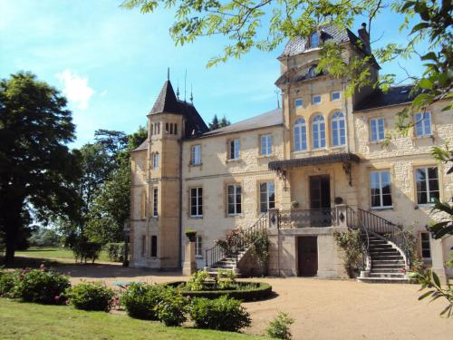 Chateau Du Four De Vaux : Bed and Breakfast near Chaulgnes