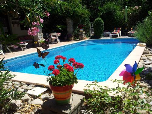 Le Mas de la Pérouse : Guest accommodation near Saint-Alban-Auriolles
