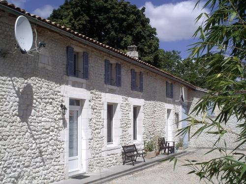 Chez Augros : Guest accommodation near Pommiers-Moulons
