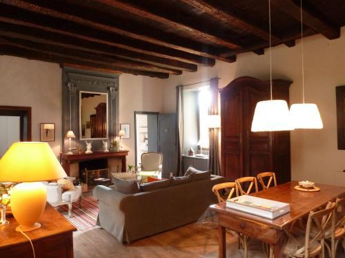 L Elegant Medieval : Apartment near Saint-André-d'Allas