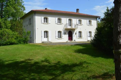 L'Escalère : Bed and Breakfast near Cazeneuve-Montaut
