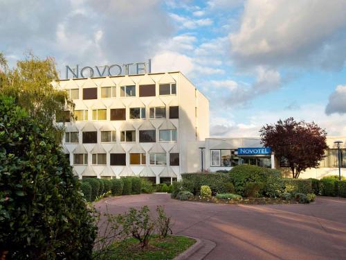 Novotel Paris Créteil Le Lac : Hotel near Crosne