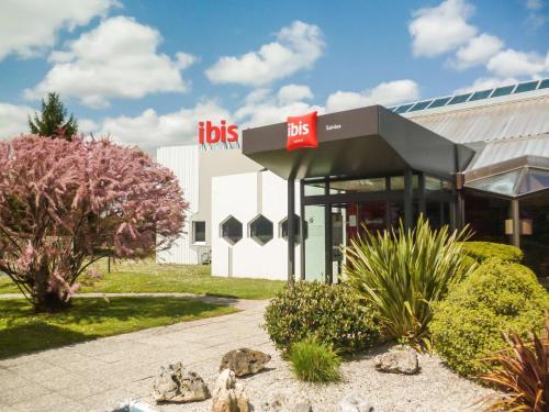 ibis Saintes : Hotel near Montpellier-de-Médillan