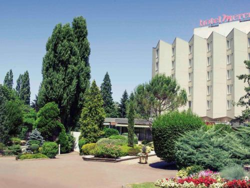 Mercure Saint Etienne Parc de L'Europe : Hotel near Saint-Priest-en-Jarez