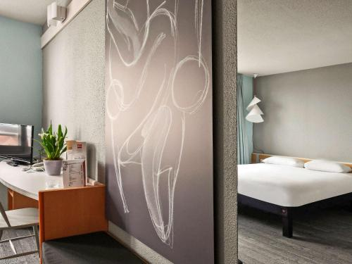 ibis Saint Quentin Basilique : Hotel near Lehaucourt