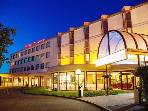 Mercure Lyon L'Isle d'Abeau : Hotel near Commelle