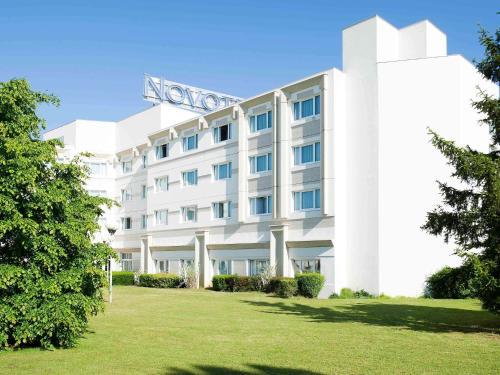 Novotel Bourges : Hotel near Crézançay-sur-Cher