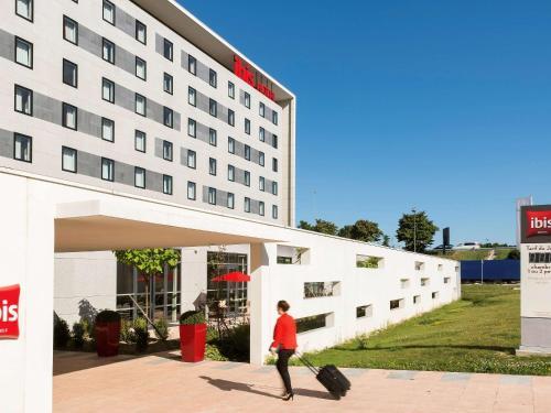 ibis Paris CDG Airport : Hotel near Louvres