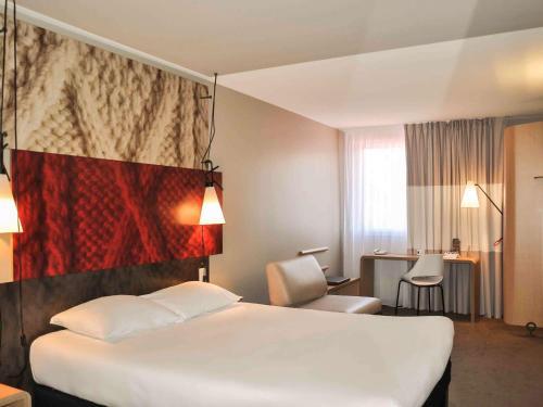 Hotel ibis Dijon Centre Clemenceau : Hotel near Diénay
