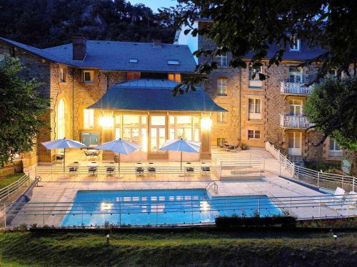 Hôtel Mercure Saint-Nectaire Spa & Bien-être : Hotel near Verrières