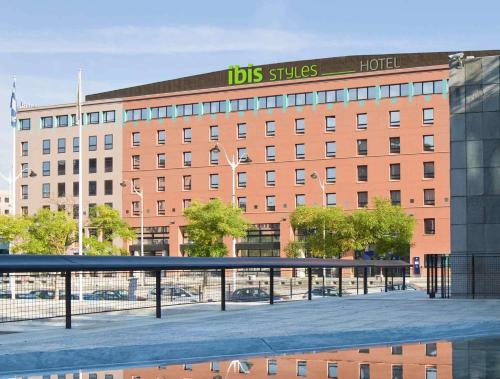 ibis Styles Evry Cathédrale : Hotel near Vert-le-Grand