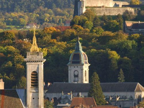 ibis budget Besançon Centre Gare : Hotel near Grandfontaine