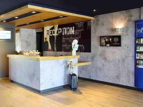 ibis budget Cherbourg - La Glacerie : Hotel near Quettetot