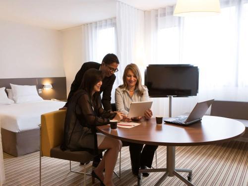 Novotel Suites Paris Rueil Malmaison : Hotel near Le Vésinet