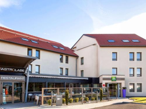 ibis Styles Clermont-Ferrand Aéroport : Hotel near Busséol
