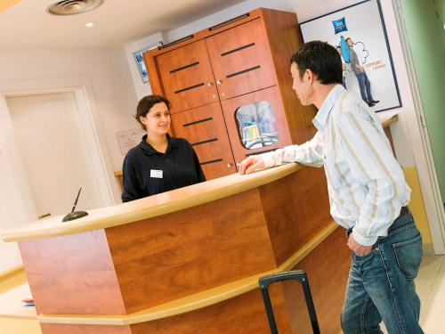 Ibis Budget Versailles Coignieres : Hotel near Auteuil