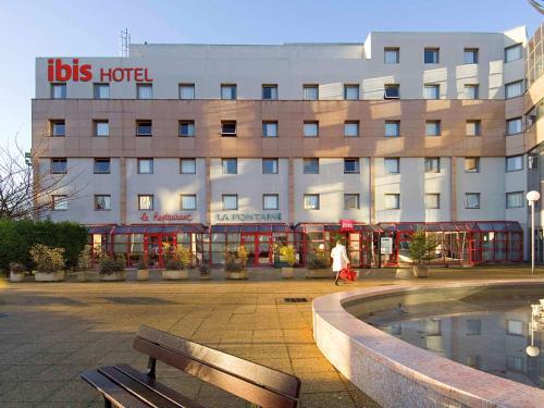 ibis Nanterre La Défense : Hotel near Carrières-sur-Seine