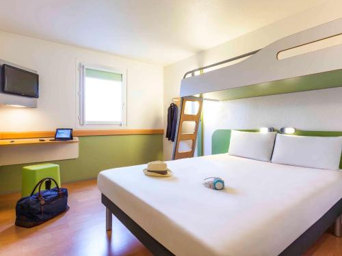 ibis budget Marne la Vallée Pontault Combault : Hotel near Croissy-Beaubourg