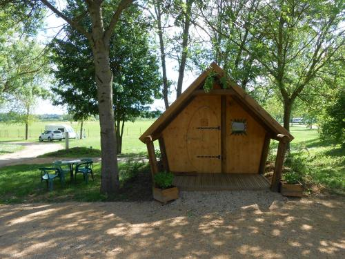 Camping de Tournus - Drole de cabane : Guest accommodation near Bresse-sur-Grosne