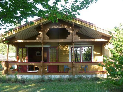 Chalets du Soleil : Guest accommodation near Mauroux