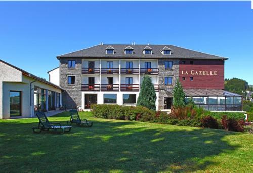 Hôtel La Gazelle : Hotel near Saint-Alyre-ès-Montagne