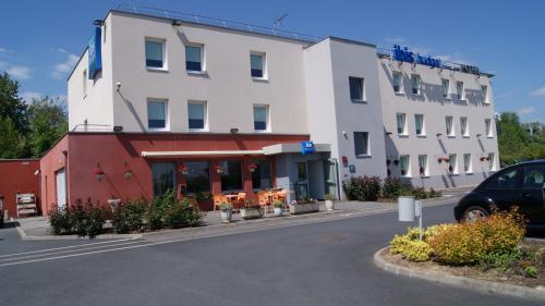 ibis budget Noyon : Hotel near Vézaponin