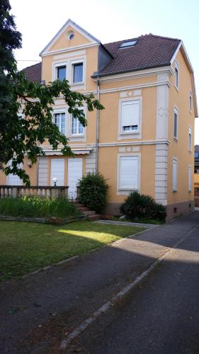 Maison Bourgeoise : Apartment near Heimsbrunn