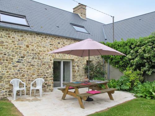 Ferienhaus Créances 401S : Guest accommodation near Neufmesnil
