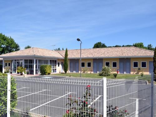 Fasthôtel - Saint Emilion Est : Hotel near Gardegan-et-Tourtirac