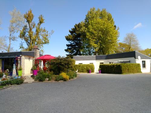 Gîte Le Clos des Pins : Guest accommodation near Surrain