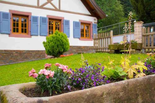 Gîte de la Chapelle des Mineurs : Guest accommodation near La Petite-Fosse