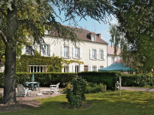 Le Verger Fleuri : Hotel near Suilly-la-Tour